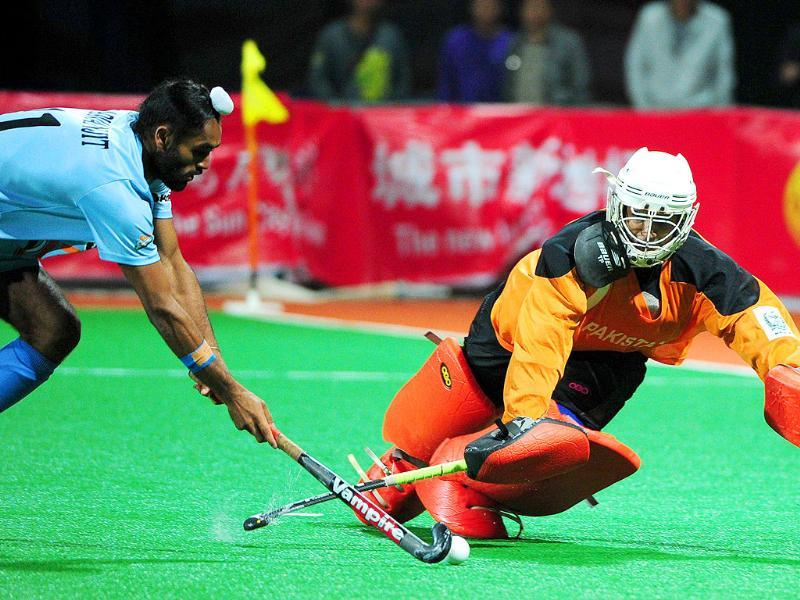 Saravanjit Singh gets past Pakistan's goalkeeper Imran Shah, to score the winning penalty shootout goal to defeat Pakistan, during their finals match at the first Asian Men's Hockey Championship in Ordos, in northern China's Inner Mongolia.