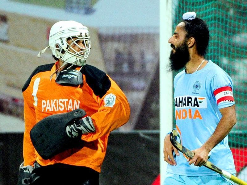 India's Raj Pal Singh exchanges words with Pakistan's goalkeeper Imran Shah, during their finals match at the first Asian Men's Hockey Championship in Ordos.