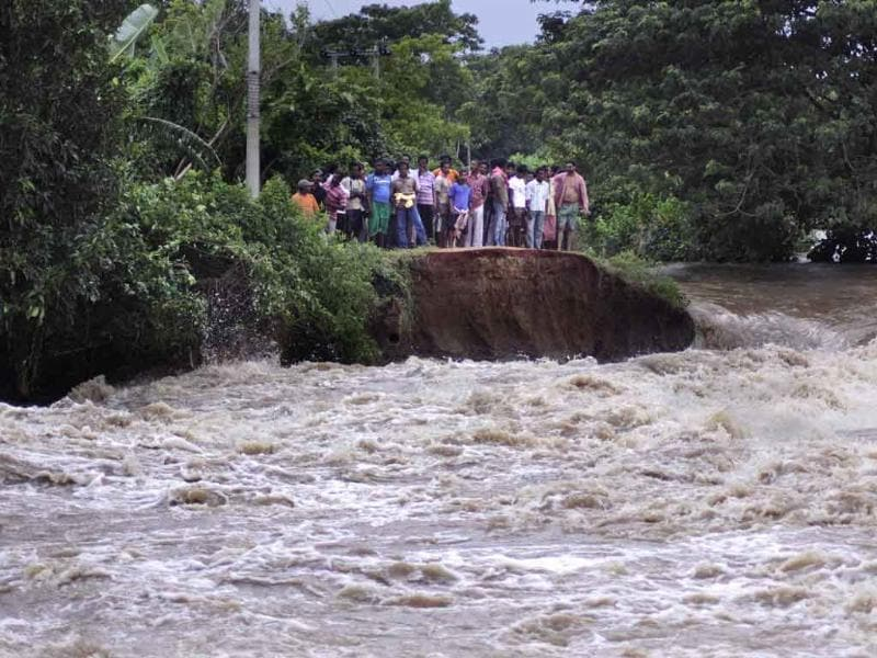 Flood affected villagers look at washed away embankment near Megha village, 55 kilometers (34 miles) from Bhubaneswar.