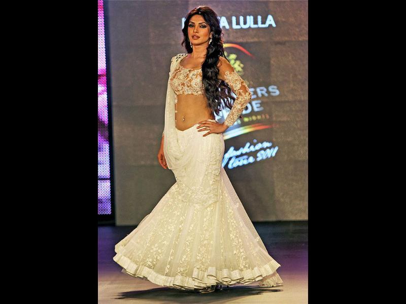 The actress definitely has a flare for fashion on the ramp.