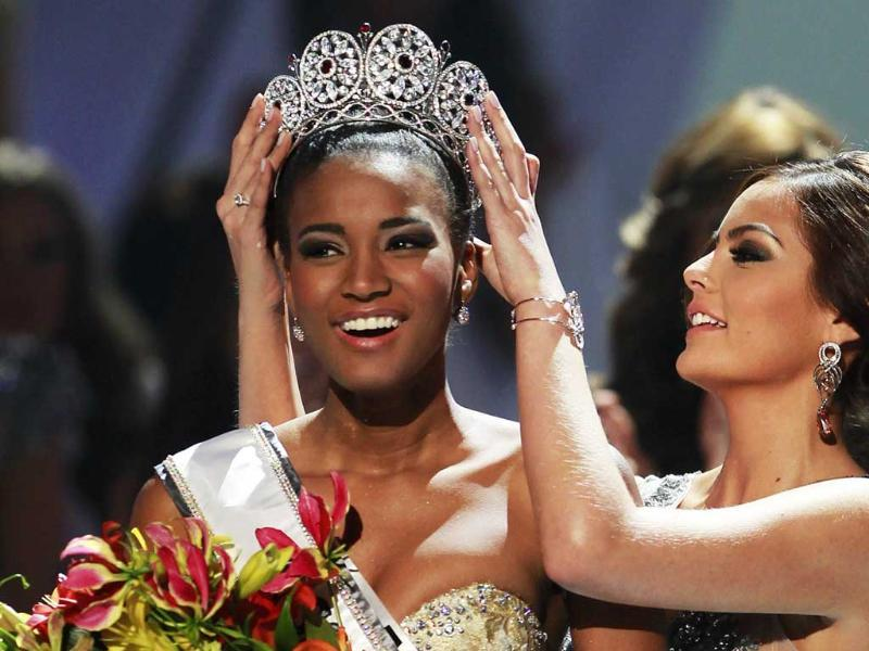 Miss Angola Leila Lopes is crowned by Miss Universe 2010 Ximena Navarrete of Mexico after being named Miss Universe 2011 in Sao Paulo.