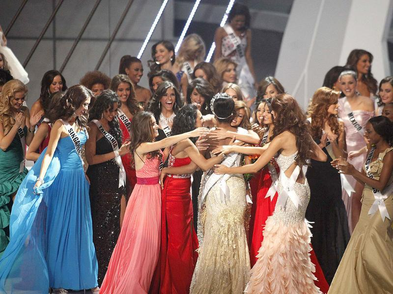 All the ladies of the house congratulate the Miss Universe of 2011.