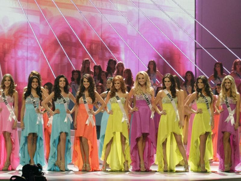 The sixteen finalists paint a pretty and colourful picture during the Miss Universe pageant in Sao Paulo.