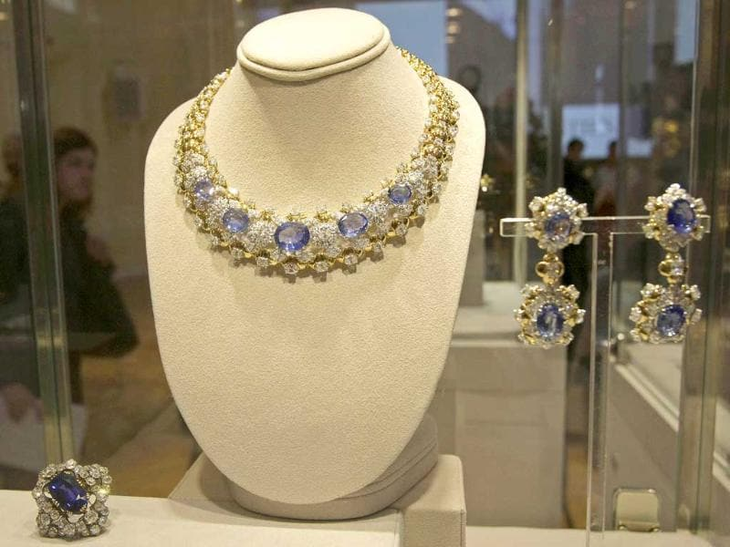 Diamond and sapphire necklace and earrings of Mouaward from the Elizabeth Taylor collection. The auction will take place in December in New York.