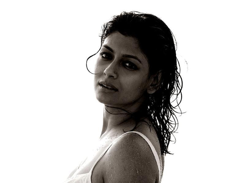 Nandita Das is known for her performance in Fire, Earth, Bawandar and Aamaar Bhuvan. She has a very earthy sex appeal to her personality.
