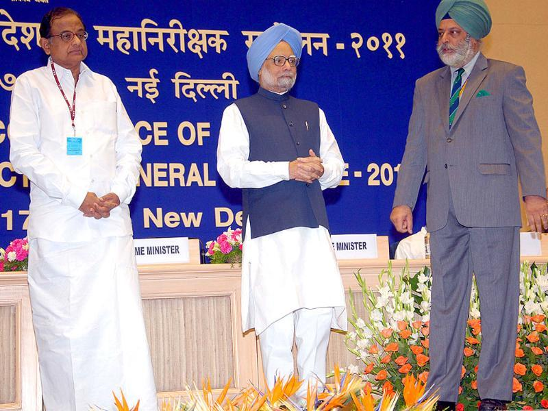 Prime Minister Manmohan Singh, Union home minister P Chidambaram and director, Intelligence Bureau, Nehchal Sandhu at the conference of director generals and inspector generals of police in New Delhi.