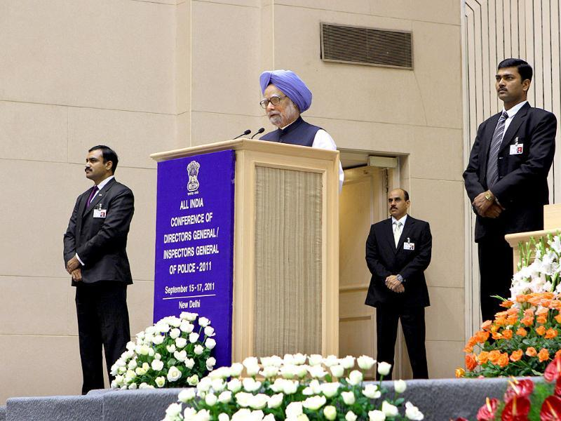 Prime Minister Manmohan Singh sorrounded by SPG personnels during the DGPs/IGPs conference at Vigyan Bhavan in New Delhi.