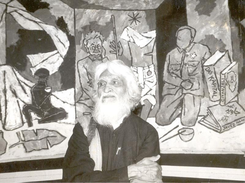 1940: A self-taught artist, Husain painted cinema hoardings in in the late 1930s and early 1940s in Mumbai. He even designed toys for a toy factory for some time.