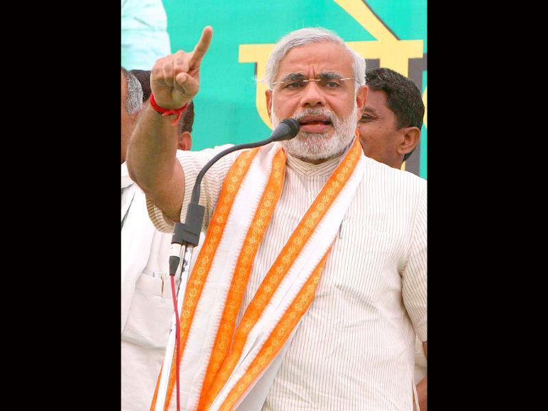 Gujrat chief Minister and BJP star campaigner Narender Modi address an election rally in support of Indian National Lok Dal and BJP's joint candidate for Hisar Lok Sabha constituancy Prof: Sampat Singh in Hisar on Monday. HT Photo by Mohd Zakir