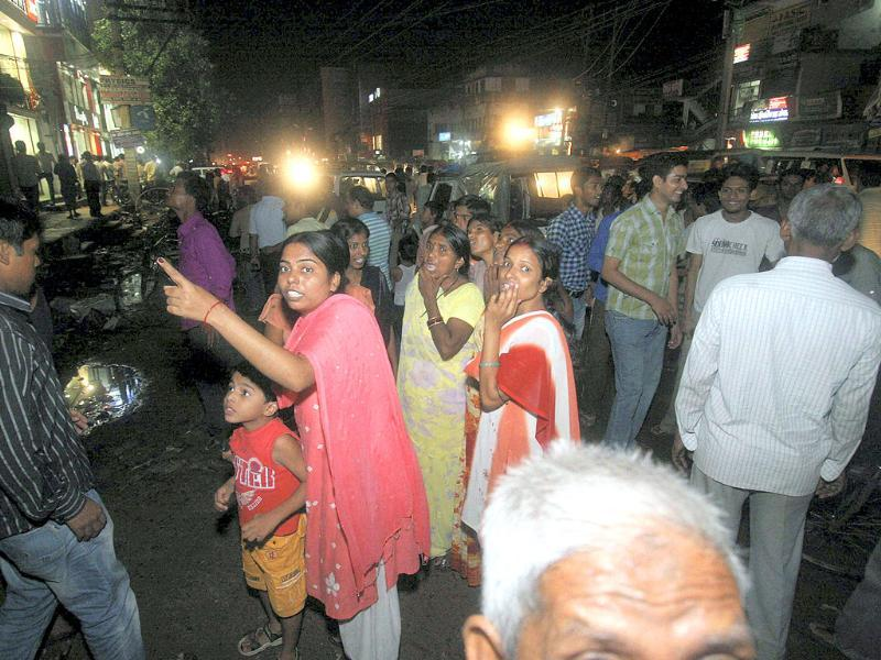 Panic gripped people stand outside their houses after an earthquake occurred in Patna. An earthquake of 9 intensity measuring 6.8 on Richter Scale with its epicenter on the Sikkim-Nepal border shook northeast and northern parts of the country, including the national capital.