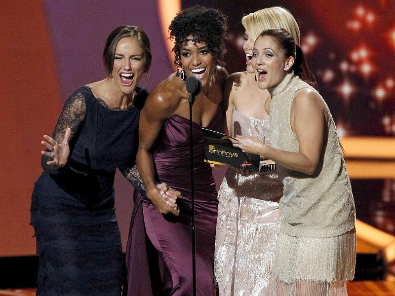 The cast of the TV series Charlie's Angels (L-R) Minka Kelly, Annie Ilonzeh and Rachael Taylor, with Drew Barrymore (R) present the award for outstanding lead actor in a drama series to Kyle Chandler at the 63rd Primetime Emmy Awards. (Reuters)