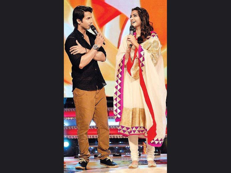 Sonam and Shahid on the sets of Li'l Champs.