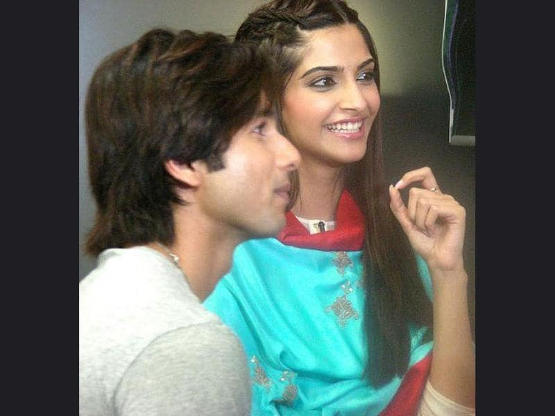 Sonam and Shahid caught in between a conversation.