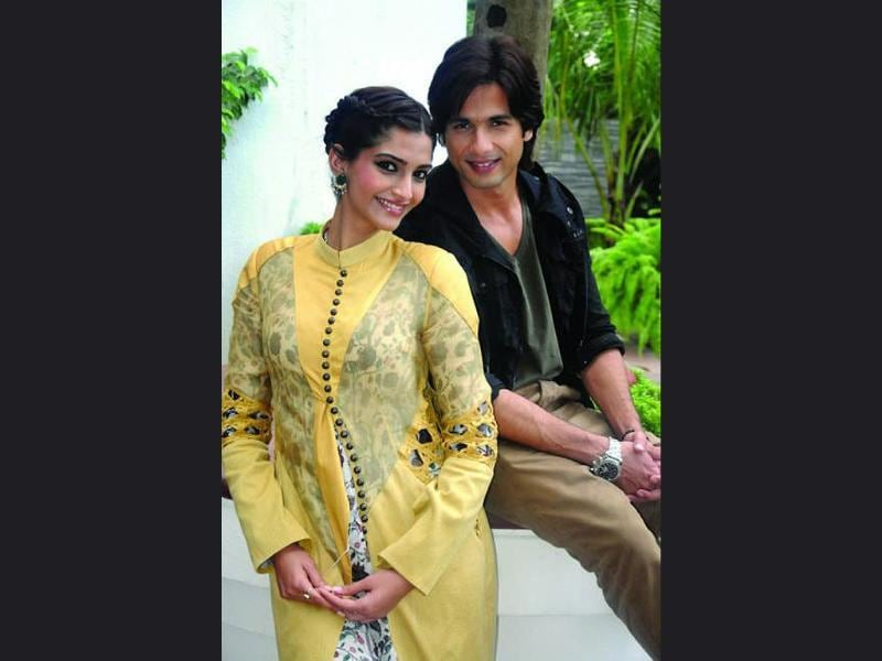 Shahid and Sonam at Mausam's promotions in Kolkata.