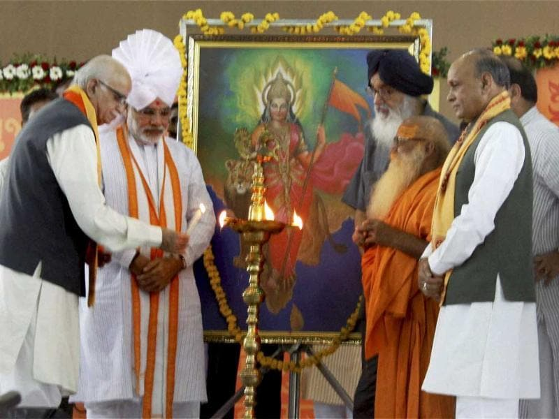 Gujarat chief minister Narendra Modi (2L) with senior BJP leader L K Advani lights a lamp at the beginning of his three-day 'sadbhavna' fast for peace and harmony, in Ahmedabad.