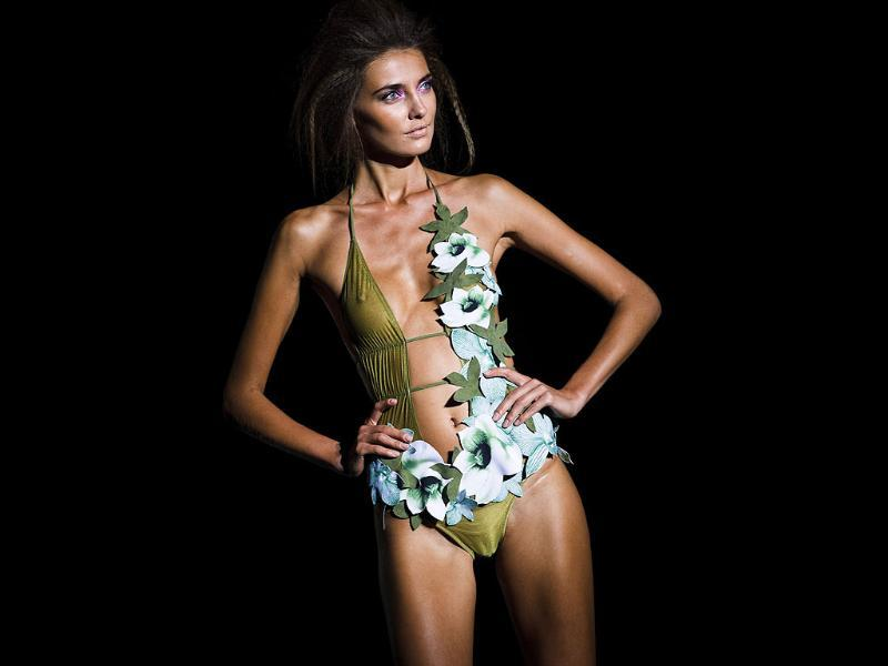 A model flaunts a completely Hawaiian look at the Spring-Summer Pasarela Cibeles fashion show in Madrid.