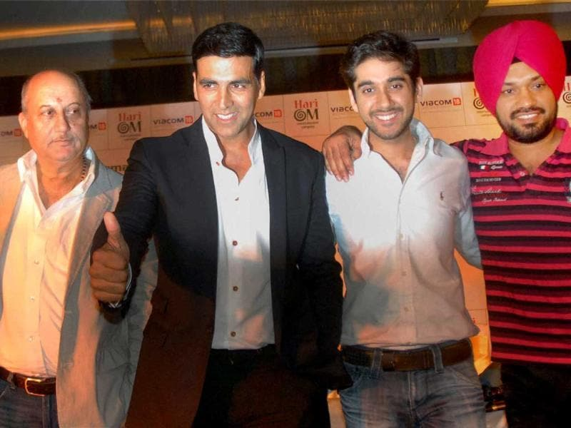 Actors Anupam Kher Akshay Kumar, Vinay Virwani and Gurpreet Ghuggi at a press conference in Amritsar.