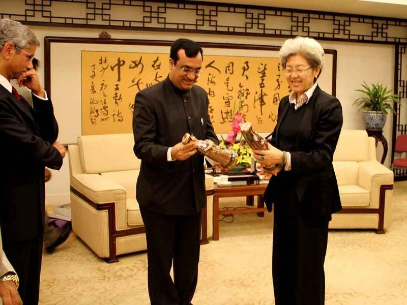 Minister of youth affairs and sports Ajay Maken presents an Indian handicraft gift to Miss Fu Ying, vice foreign minister of People's Republic of China after bilateral meeting in her office in Beijing.