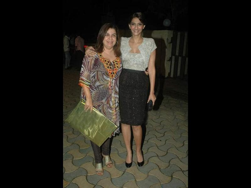 Sonam Kapoor poses with Farah Khan.
