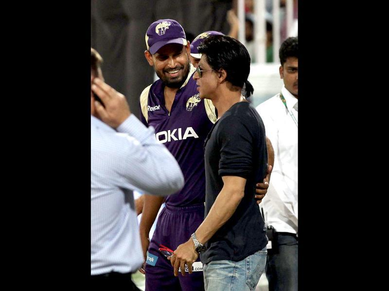 SRK shares a light moment with cricketer Yusuf Pathan.