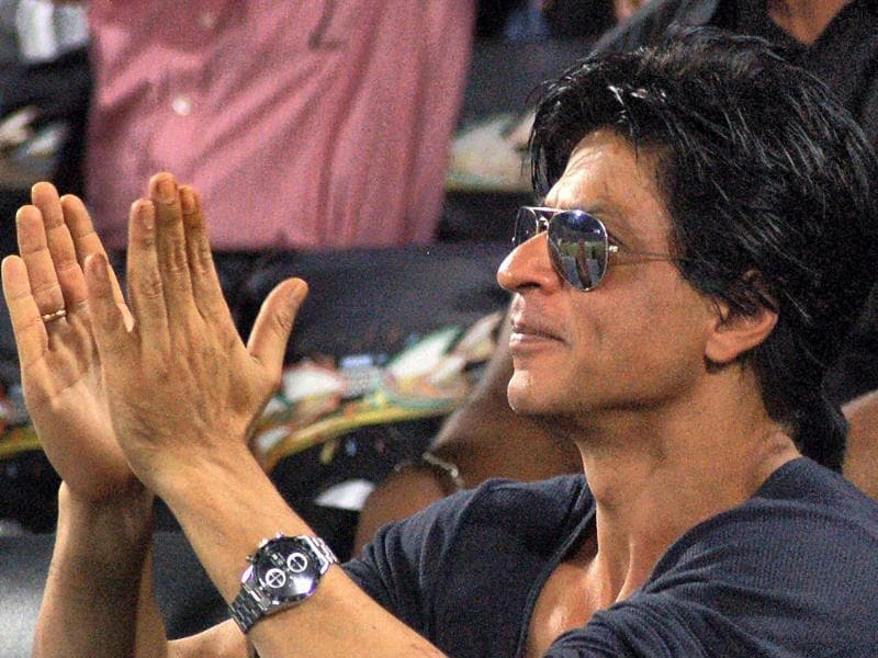 SRK applauds for the team.