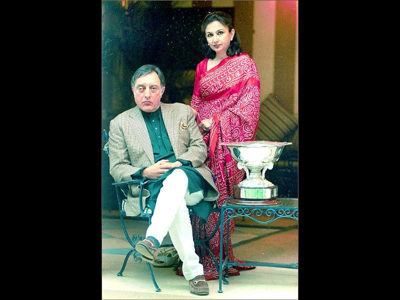 Mansoor Ali Khan Pataudi's last birthday was celebrated in his ancestral home with son Saif and his girlfriend Kareena, daughters Soha and Saba and wife Sharmila.