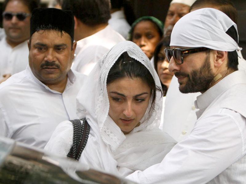 Bollywood actors and children of Mansoor Ali Khan Pataudi, Soha Ali Khan and Saif Ali Khan, are seen during his funeral procession in New Delhi.