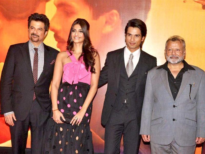Bollywood was in full attendance at the premiere of Pankaj Kapur's directorial debut Mausam. Hrithik-Sussanne, Bipasha Basu, Sonakshi Sinha, Tabu, Ameesha, Kangna, Ayesha Takia were some of the celebs that dazzled at the event. Check out the complete album.