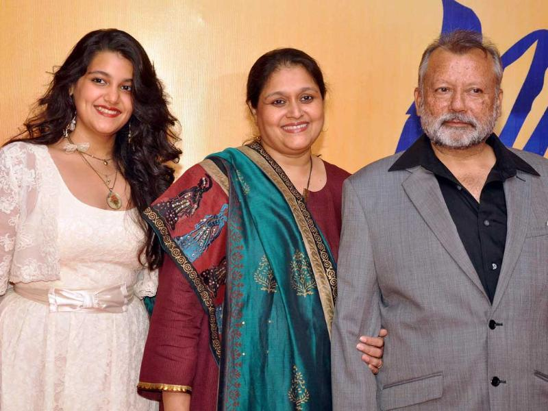 Like mom, like daughter: Pankaj Kapur poses with his wife Supriya Pathak and daughter Sana.(AFP)