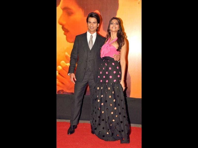 Success Ka Mausam?: Sonam-Shahid pose together. (AFP)