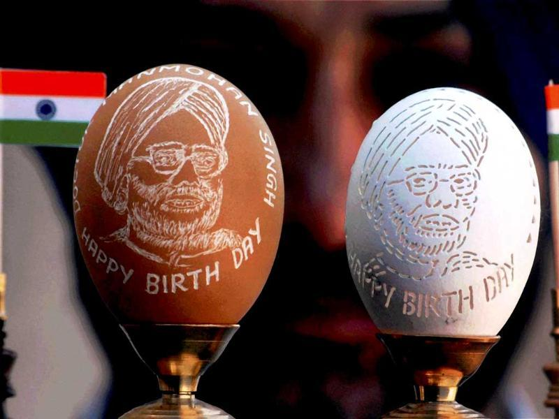 Artist HS Gill displays portraits of Prime Minister Manmohan Singh carved into egg shells, on the eve of his 79th birth anniversary in Amritsar.