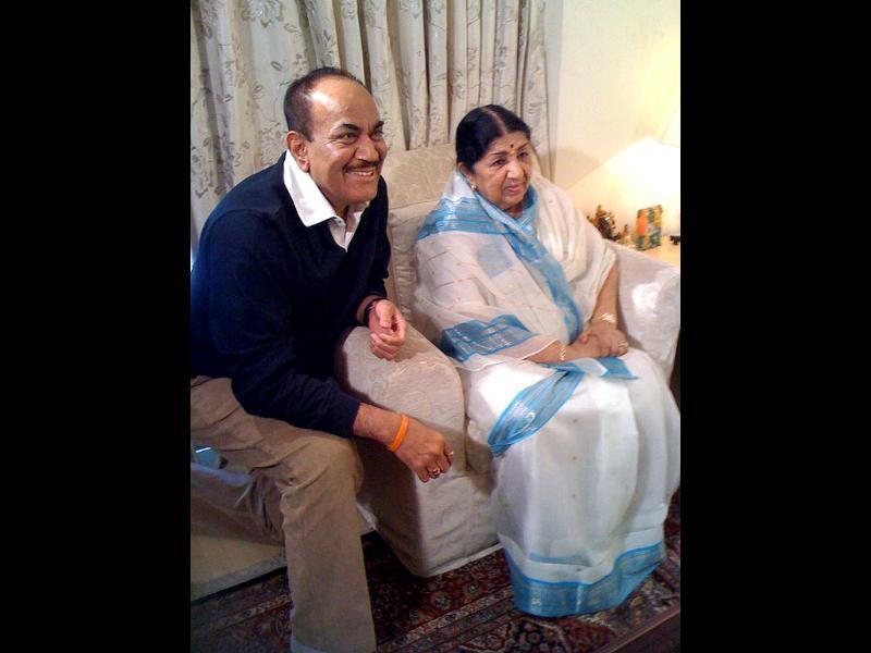 Theatre and television actor Shivaji Satam with Lata Mangeshkar. (Courtesy: Twitter)