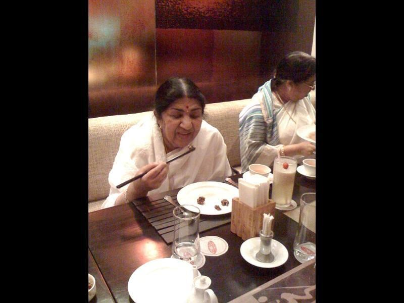 Always a good student, be it music or chopsticks!, Lata posted the pic on Twitter with the caption.