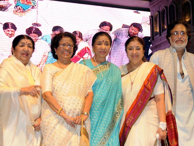 From Left: Lata, Meena, Asha, Usha and Hridaynath. (Courtesy: Twitter)