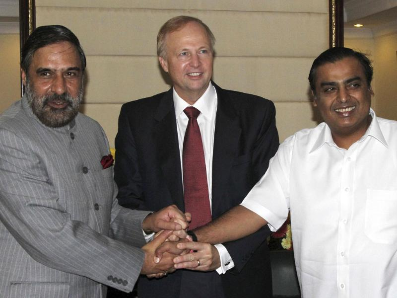 Trade minister Anand Sharma (L-R), chief executive of British oil giant BP Robert Dudley and chairman of Reliance Industries Limited Mukesh Ambani, pose as they shake hands before their meeting in New Delhi.
