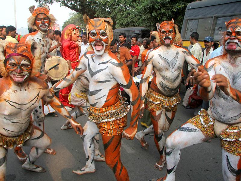 Pullivesha (tiger) dancer perform at the procession bringing in the goddess' idol on the first day of the Navratri festival.
