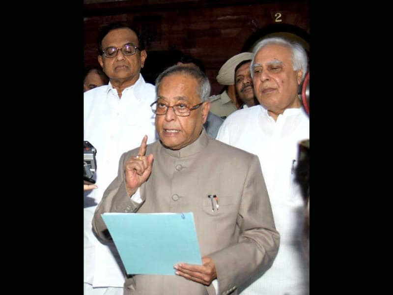 Pranab Mukherjee, P Chidambaram and Kapil Sibal address a press conference on 2G issue.