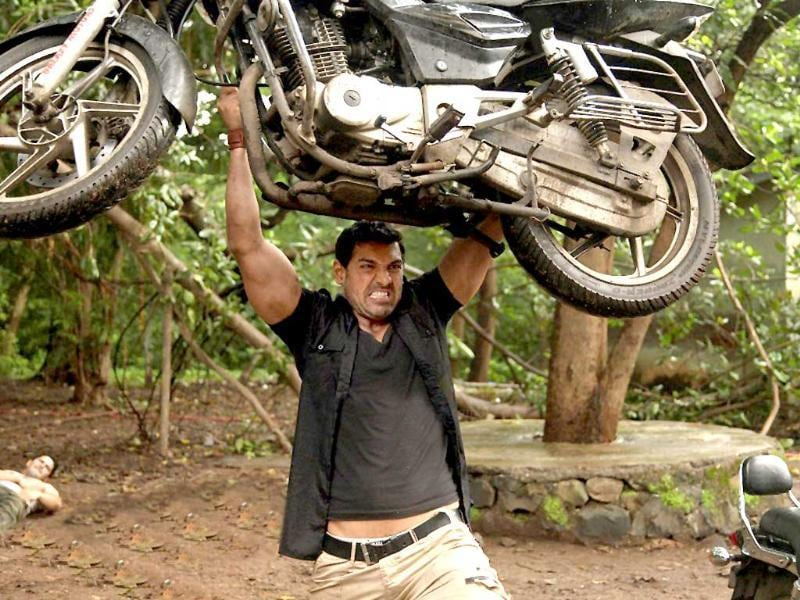 According to reports, John Abraham lifted 150-kg bike in Force.
