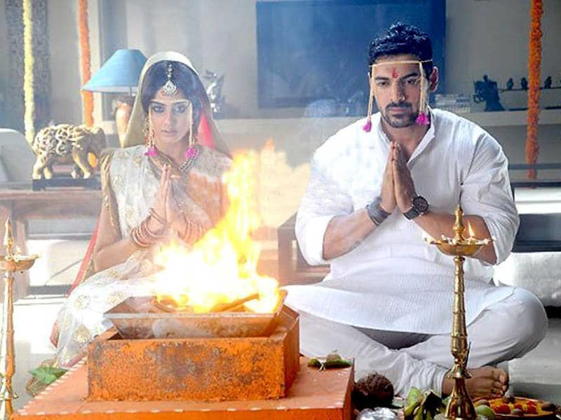 Genelia and John got almost married when they stopped before they took the seventh phera. Interestingly, the priest claimed that the wedding took place for real as the mantras were real.