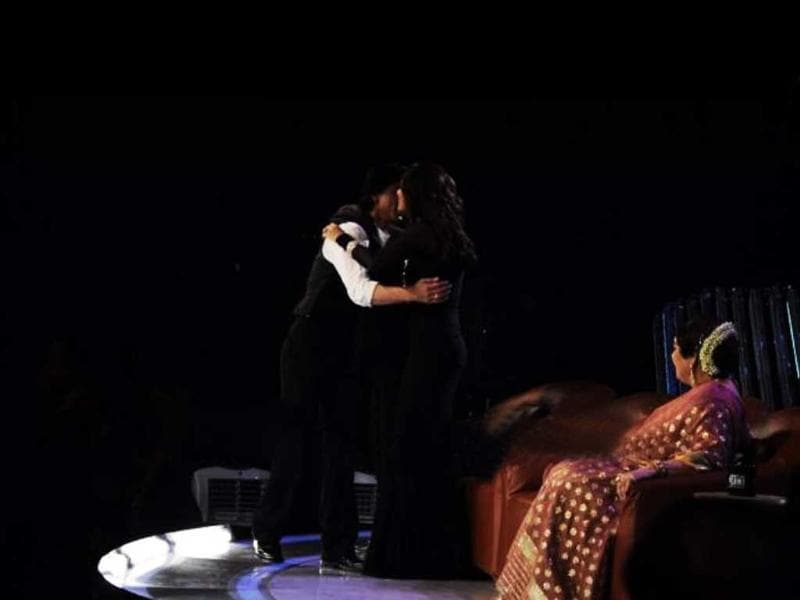 Shah Rukh embraces his Duplicate co-star Sonali Bendre.