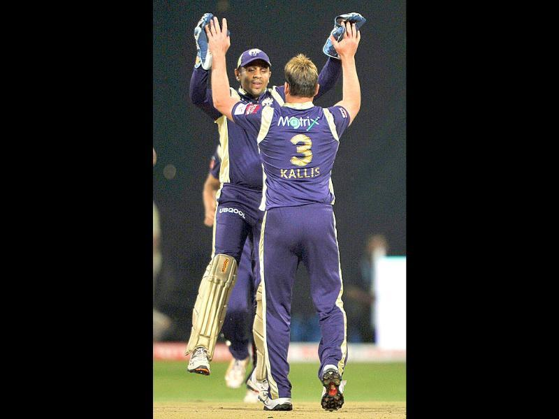 Kolkata Knight Riders' Jacques Kallis celebrates the wicket of Warriors' Aswell Prince with wicket keeper Manvinder Bisla (L) during the Champions League Twenty20 League match in Bangalore.