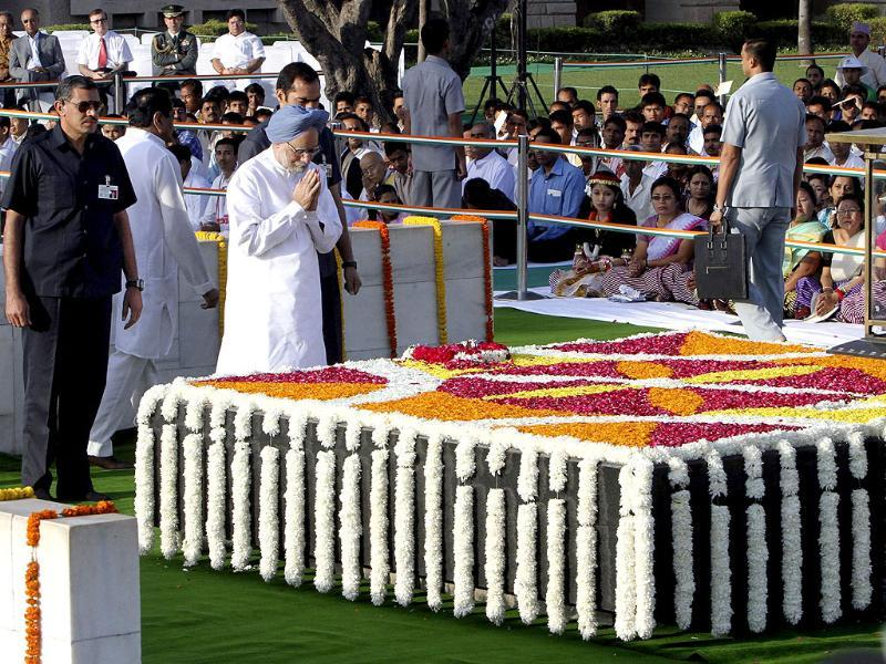 Prime Minister Manmohan Singh pays homage at the Mahatma Gandhi memorial, on the 142nd birth anniversary of Gandhi at Rajghat in New Delhi.