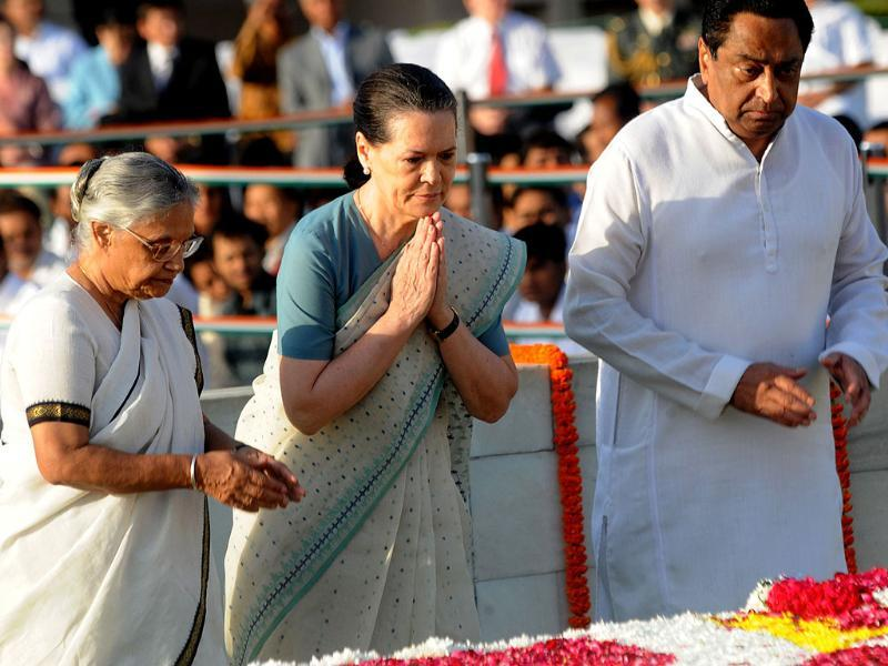 Chairperson of Congress-led UPA government Sonia Gandhi (C) stands alongside chief minister of Delhi Shelia Dikshit (L) and minister for transport Kamal Nath (R) as she pays her respects at Rajghat in New Delhi.