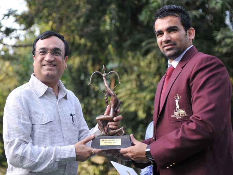Cricketer Zaheer Khan (R) receives the Arjun Award 2011 from sports minister Ajay Maken at his residence in New Delhi.