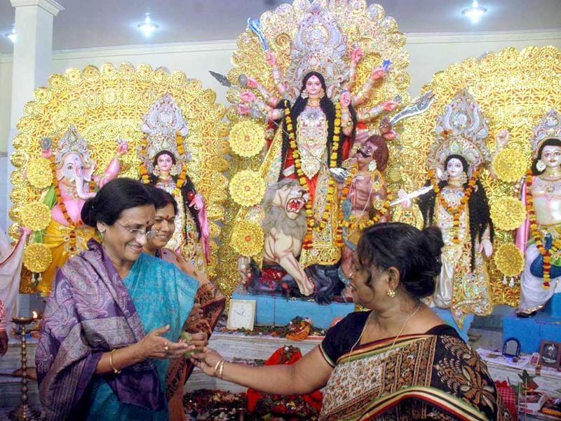 UPCC president Rita Bahuguna Joshi visits the Cantoment Durga puja pandal in Lucknow.