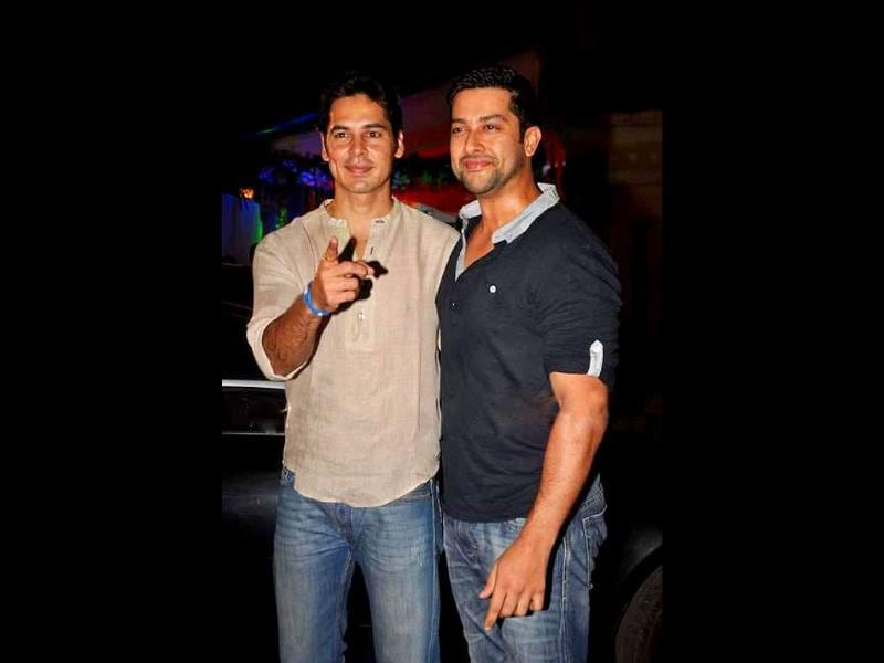 Actors Dino Morea and Aftab Shivdasani bond at Sanjay Dutt's get-together.