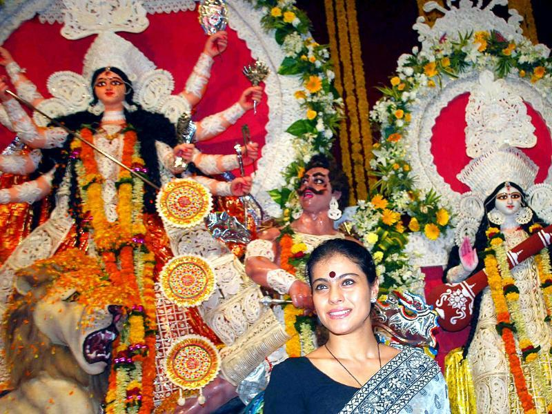 Kajol looks happy in front of the pujo pandal.
