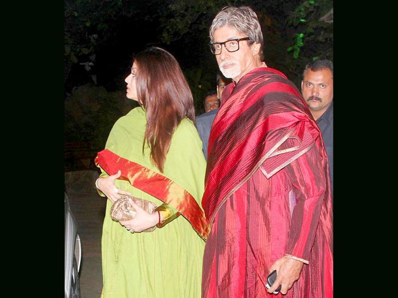 Aishwarya holding her baby! Meanwhile, papa-in-law Big B looks a bit lost.
