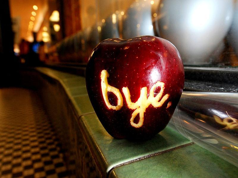 A apple with the word