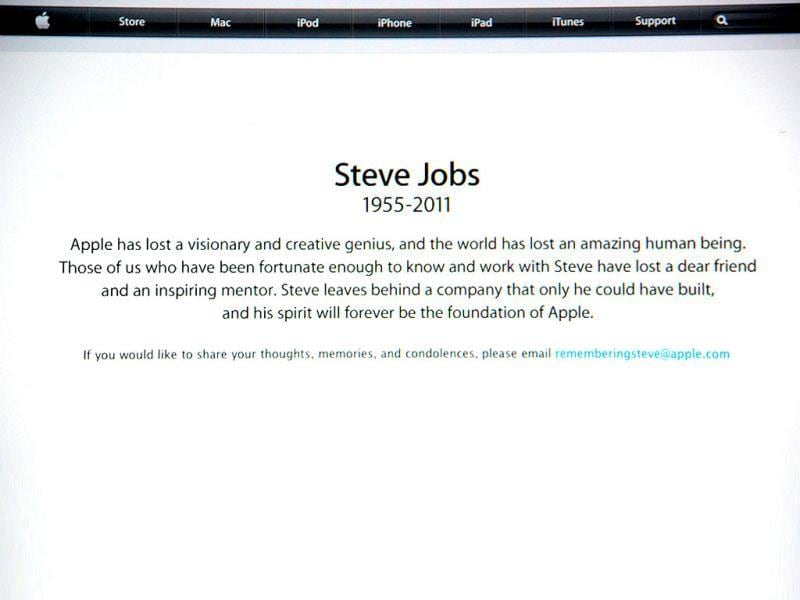A statement on the Apple.com website announces the passing of Steve Jobs.
